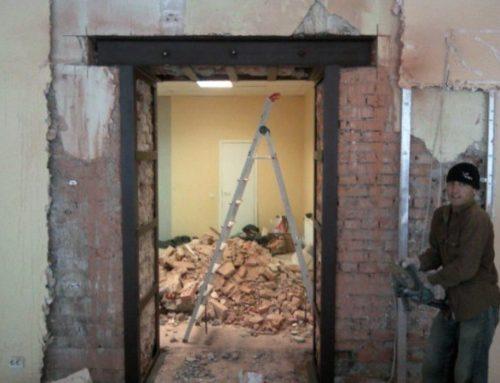 Пробивка дверного проема в кирпичной стене