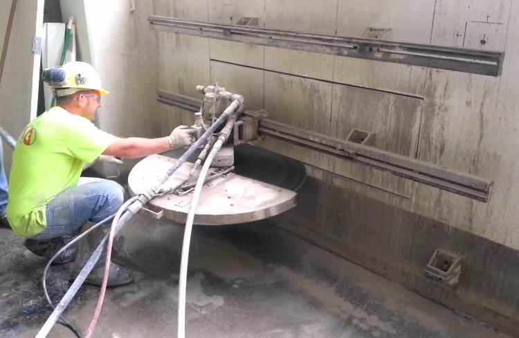 Пропилить проем в бетонной стене