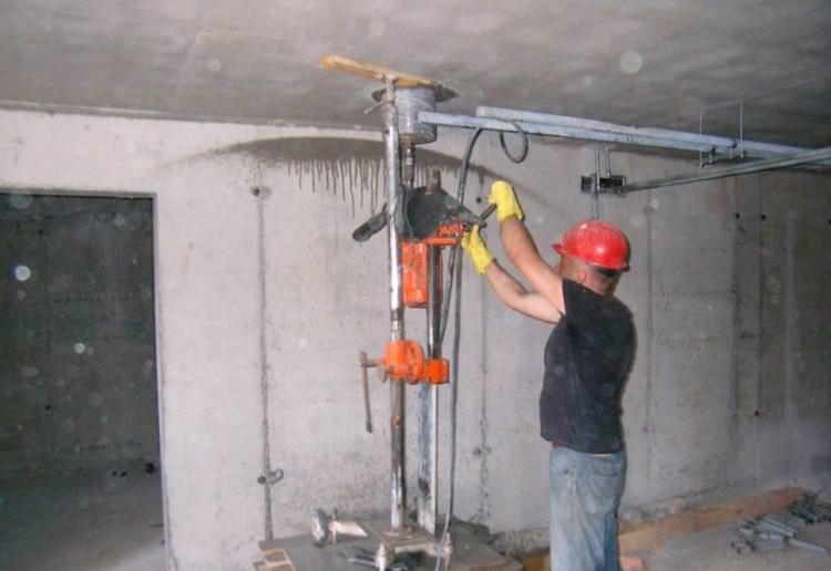 Сверление бетонного потолка